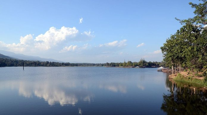Huai Tueng Thao Lake, Chiang Mai. Foto di Takeaway.