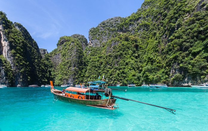 Phi Phi Island. Foto di Diego Delso.
