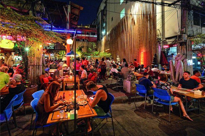 Khaosan Road a Bangkok. Foto di Mr.Peerapong Prasutr.