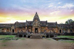 Prasat Hin Phanom Rung, Chaloem Phra Kiat District, Buri Ram Province. Foto di สิทธิพงษ์ อินทะนิน.