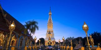 Wat Prathat phanom. Foto di Khunkay.