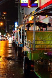Tuk Tuk in Soi 11, Sukhumvit, Bangkok. Foto di Mark Fischer.