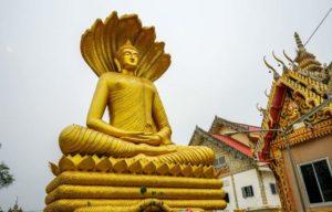 Wat Phra Si Maha Pho, Wan Yai District, Mukdahan Province. Foto di Aumzbfh.