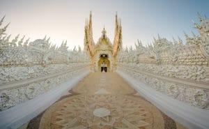 Wat Rong Khun, Chiang Rai. Foto di Carlos Adampol Galindo.