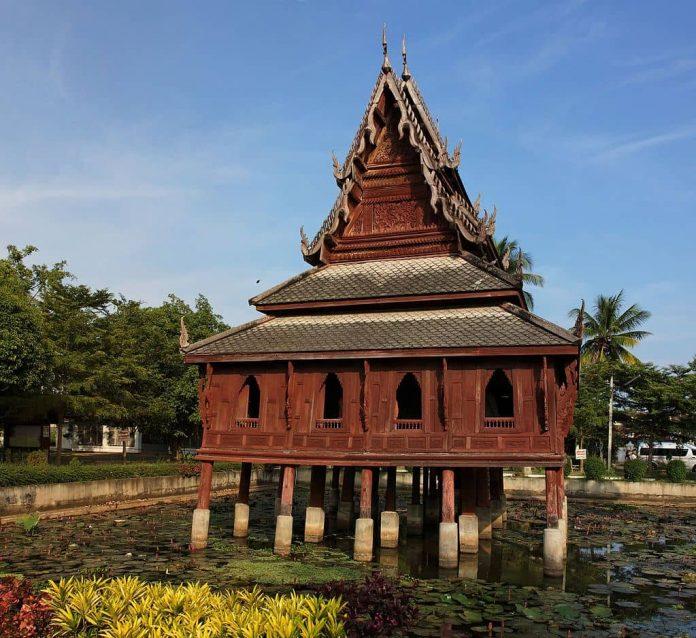 Wat Thung Si Muang a Ubon Ratchathani. Foto di Ddalbiez.