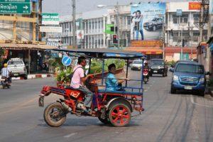 Tuk tuk a Sukhothai. Foto di Ilya Plekhanov.
