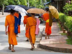 Monaci buddisti a Luang Prabang. Foto di Uwe Aranas.