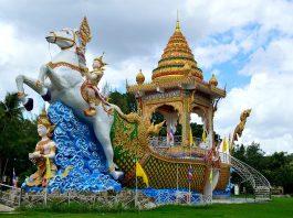 Wat Chai Chumphon Chana Songkhram. Foto di Supercarwaar.