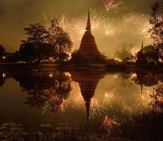Festival della luce a Sukhothai - Foto di Leelaryonkul