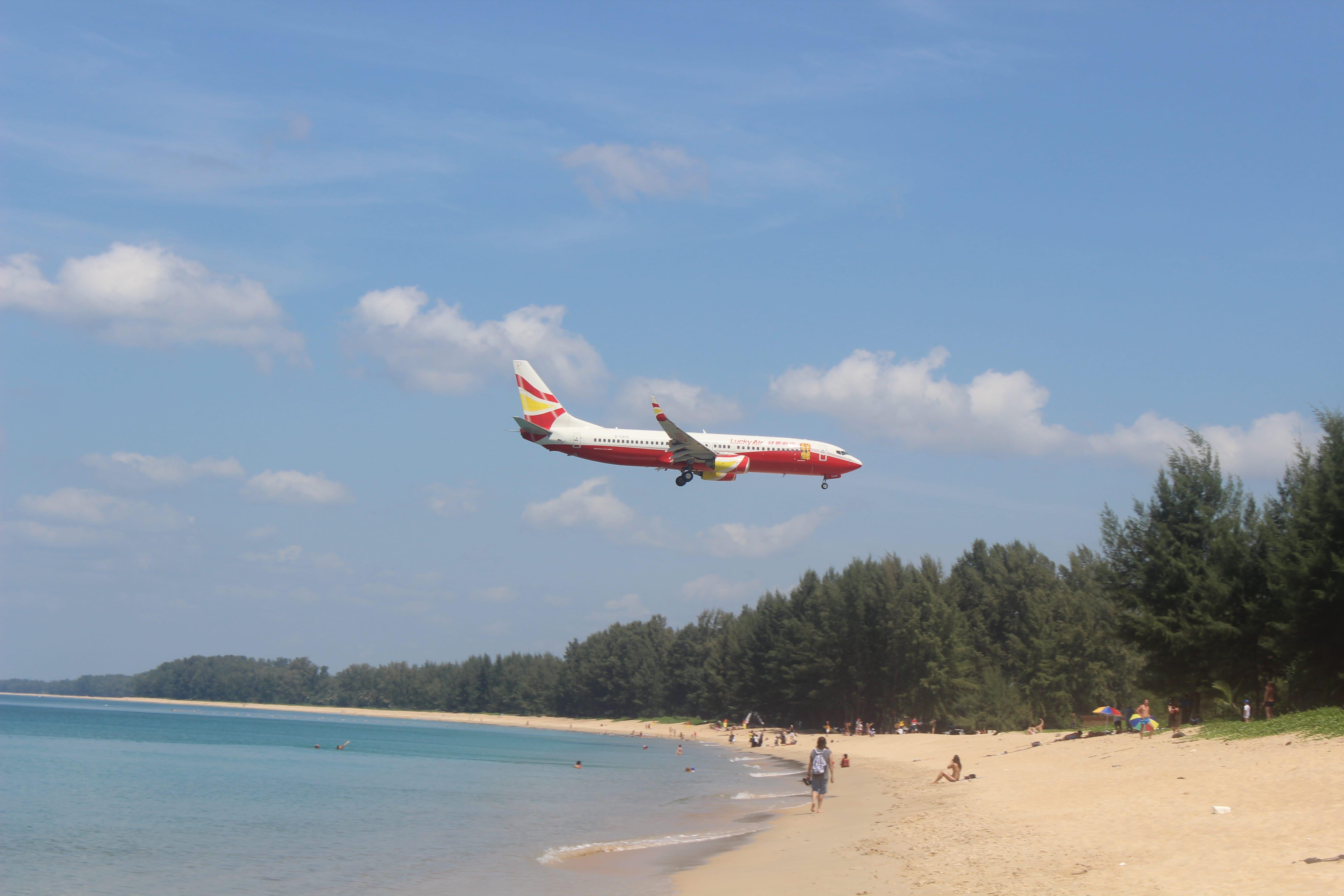 Vietate le foto dalla spiaggia vicino l'aeroporto di Phuket
