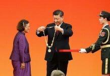 medaglia dell'amicizia consegnata alla principessa thailandese