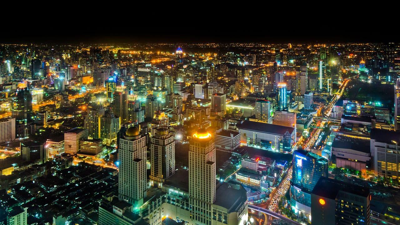 Il baht e una politica divisiva minacciano l'economia