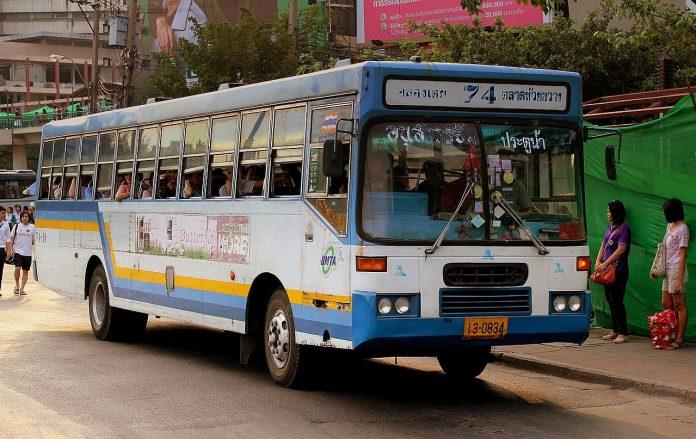 bus gratuito per il defunto re