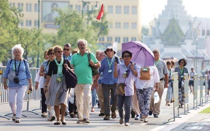 Calo dei turisti europei a causa dal baht forte