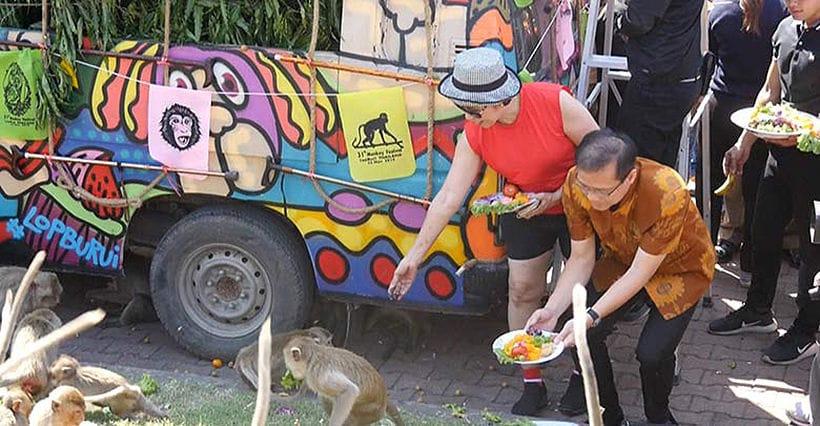 Gin khao! Buffet annuale per le scimmie a Lopburi gallery 3