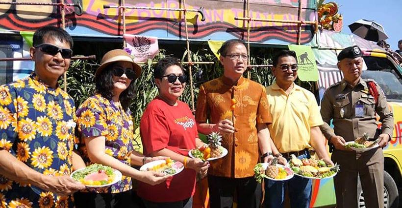 Gin khao! Buffet annuale per le scimmie a Lopburi gallery 4