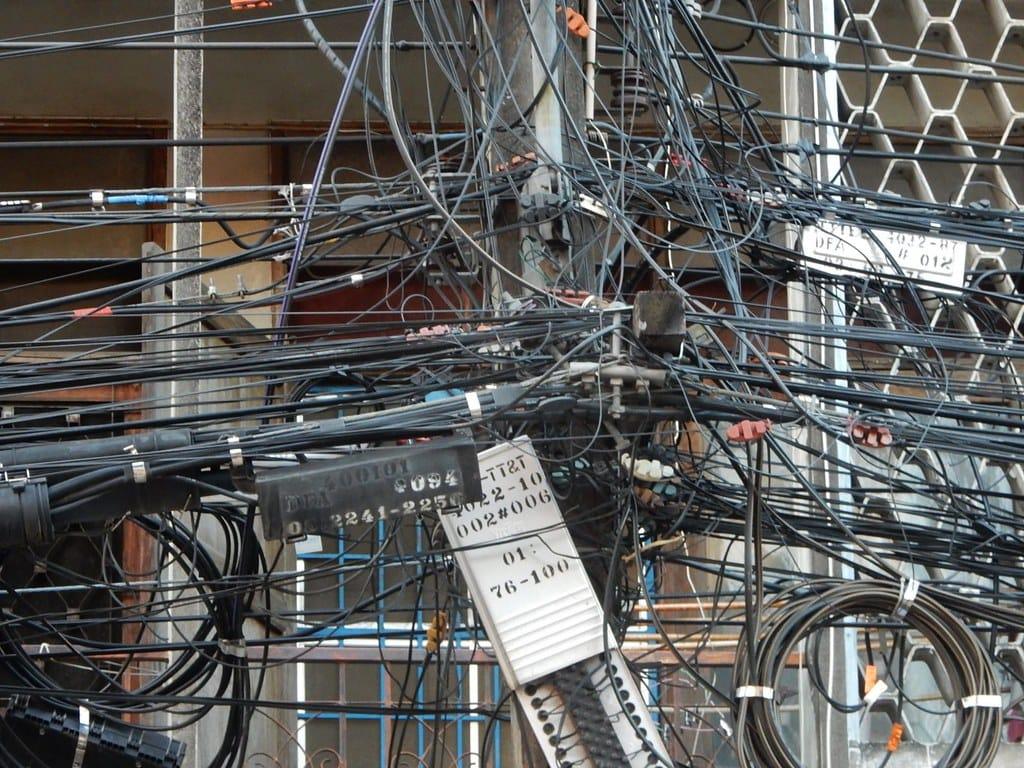 Il governo stanzia 3,6 miliardi per sotterrare i cavi elettrici