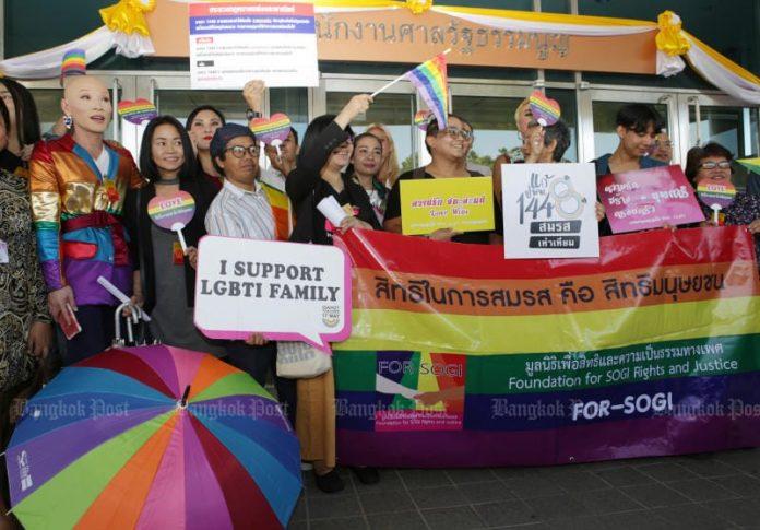 Attivisti chiedono una legge sul matrimonio tra persone dello stesso sesso in Thailandia